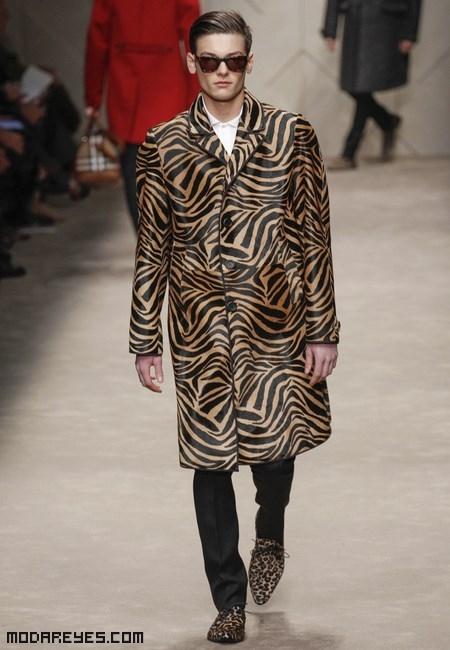 abrigo leopardo para hombre