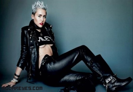 Miley Cyrus posando para Mario Testino