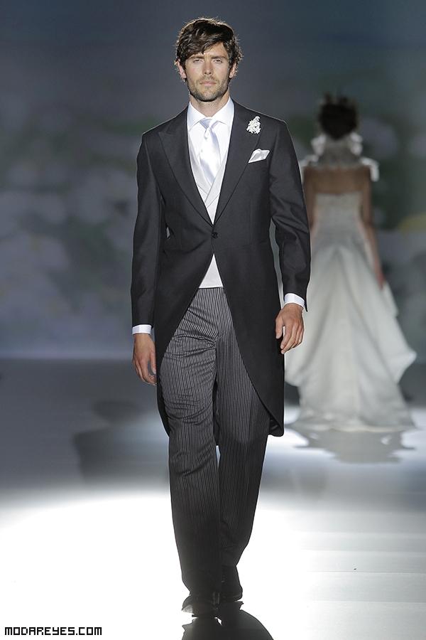 chaqué con corbata en color blanco