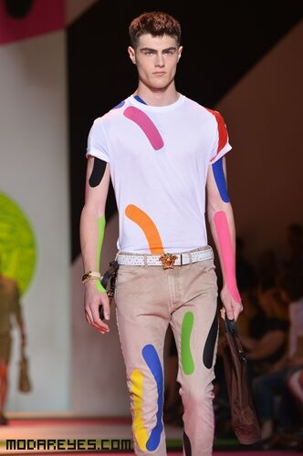 Camisetas básicas con pinceladas de color