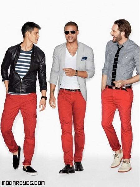 pantalones rojos con chaquetas