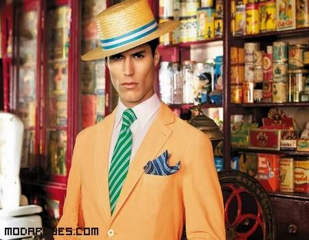 Trajes de colores a la moda