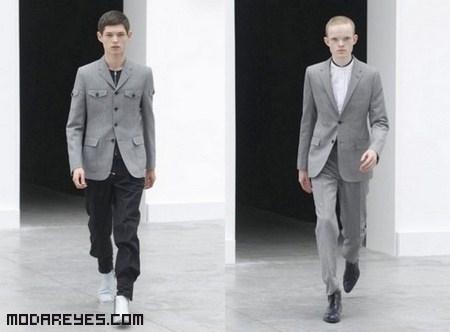trajes grises