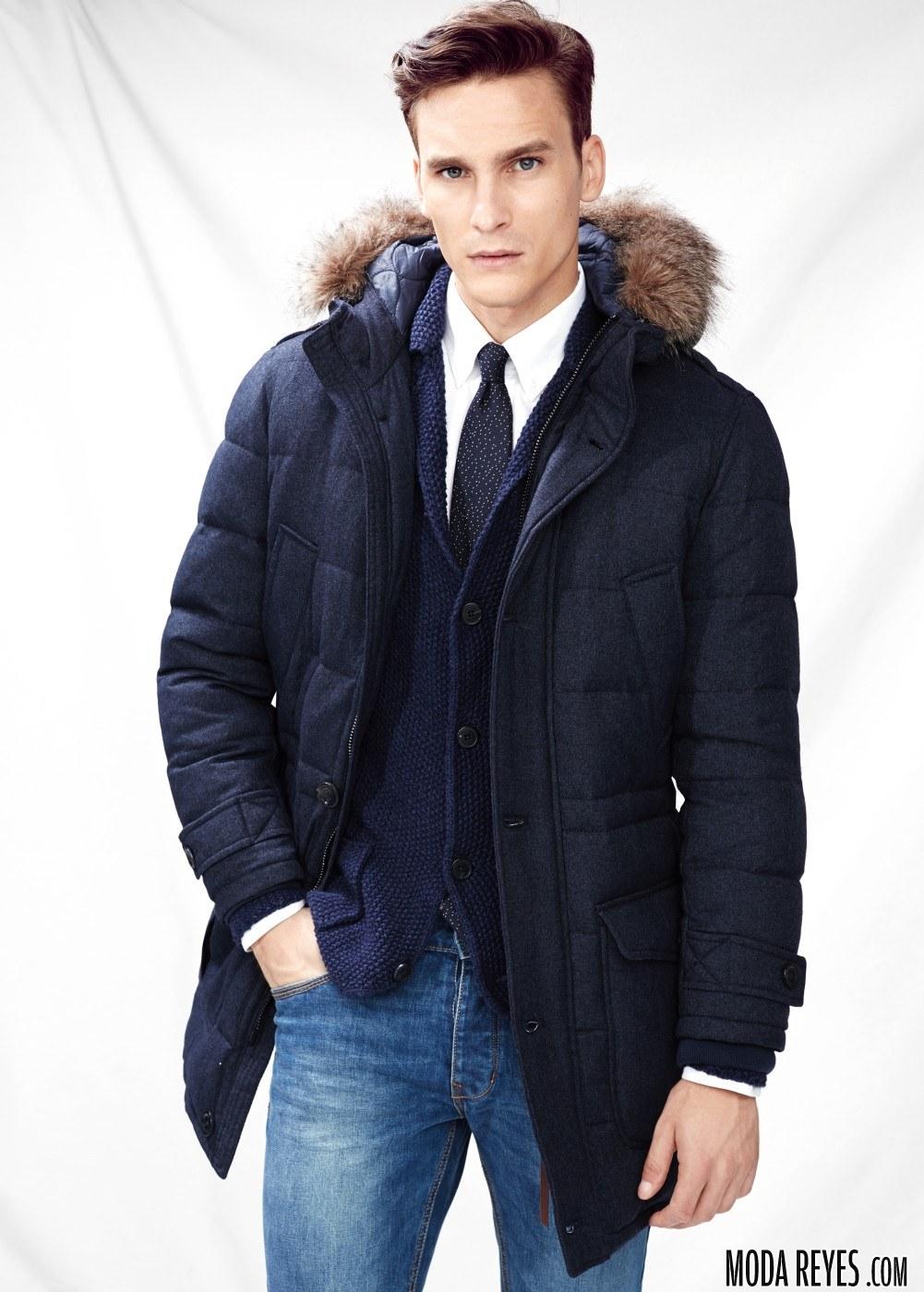 abrigo con capucha de mango