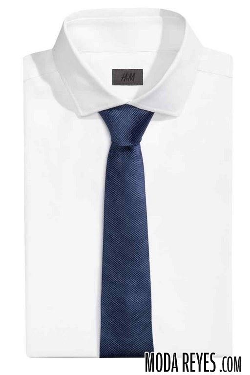 corbata en color azul de hm