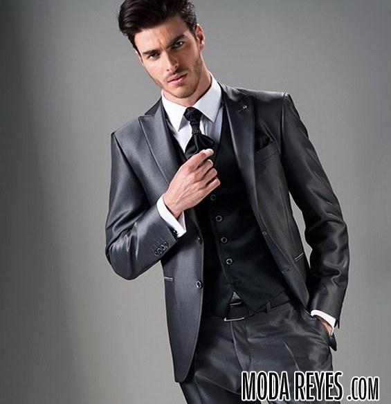 traje gris para novios
