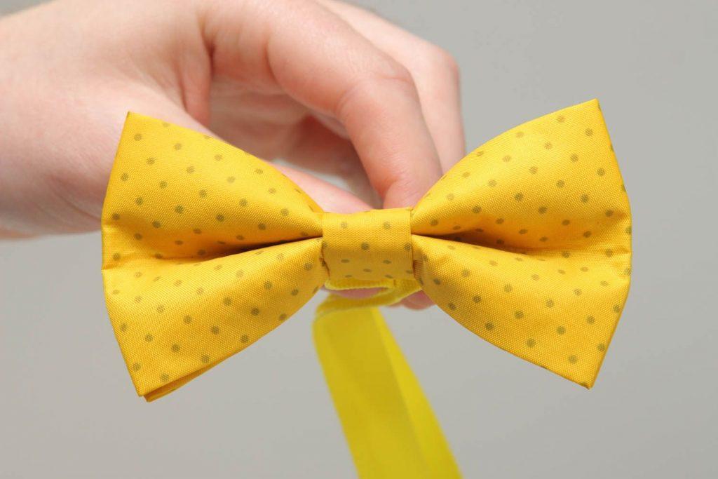 pajarita amarilla